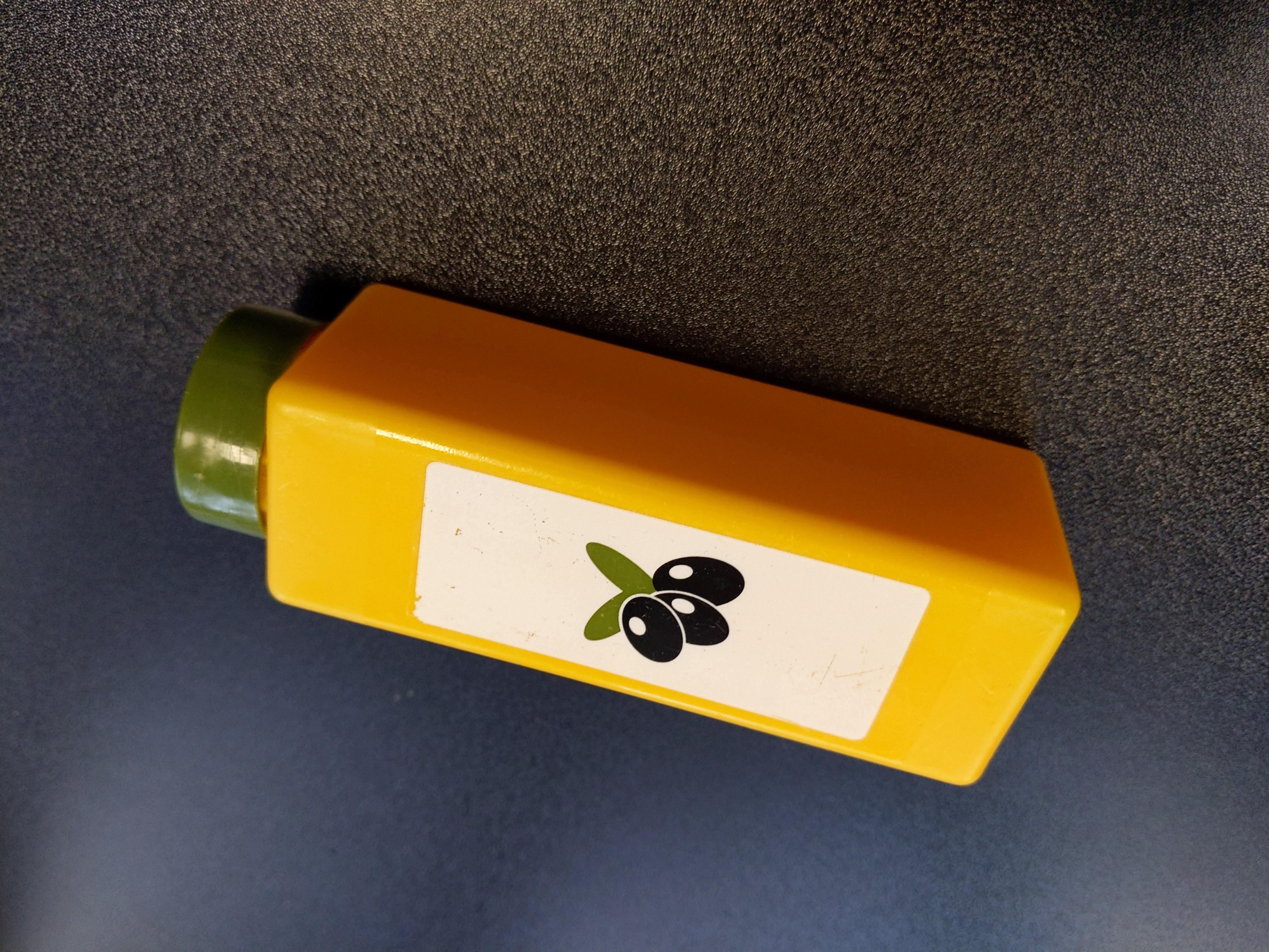 Ölivenöl für die Spielzeugküche tauschen