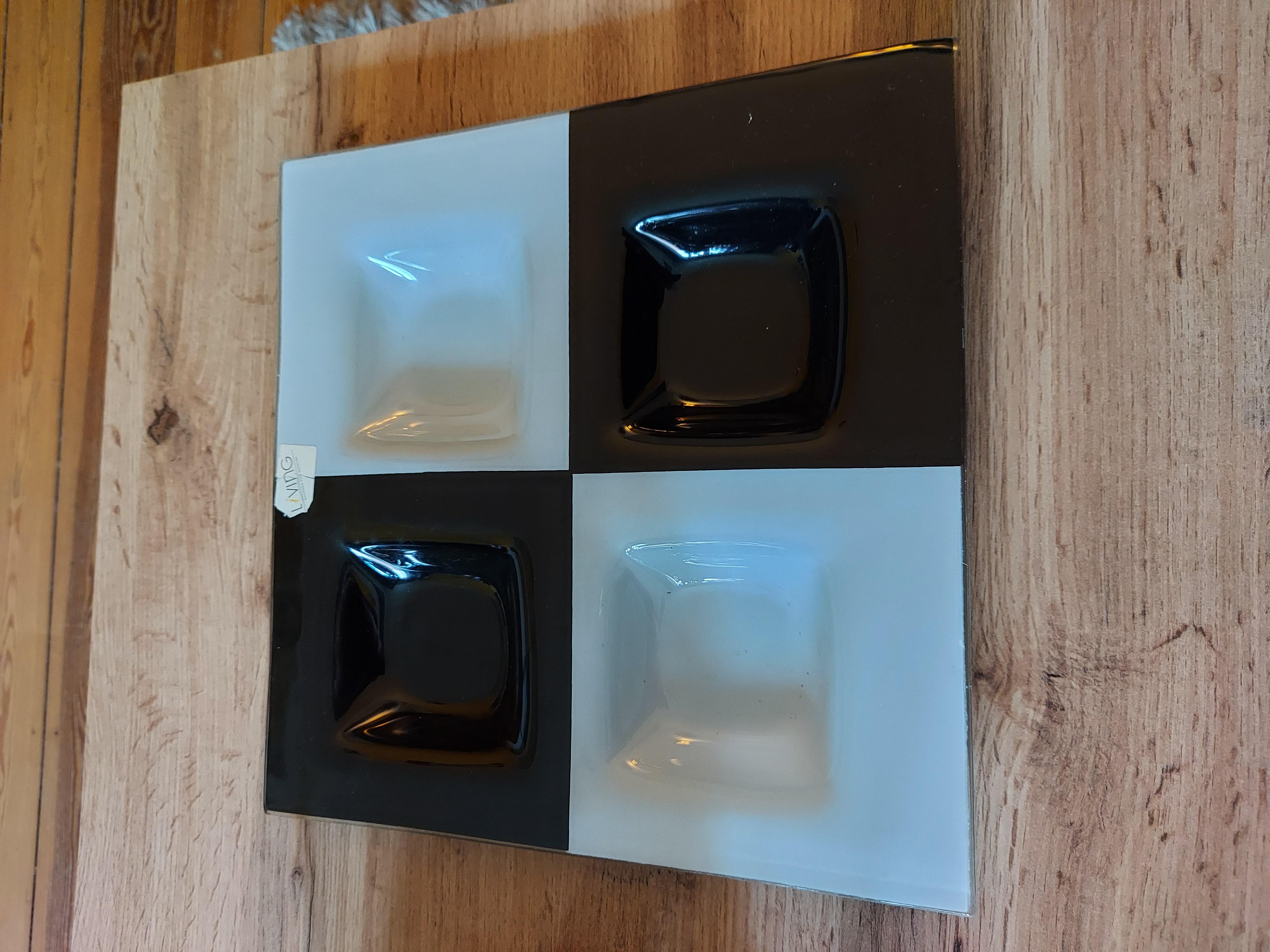 Glasschale schwarz-weiß tauschen