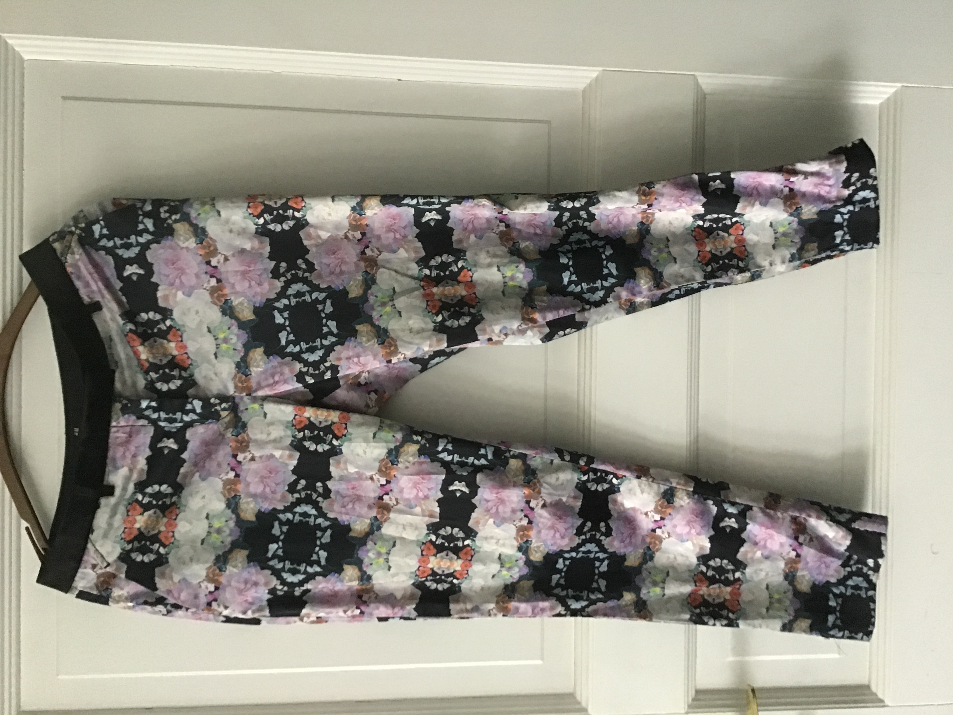 Bunte Hose mit Blumen Muster 36 tauschen