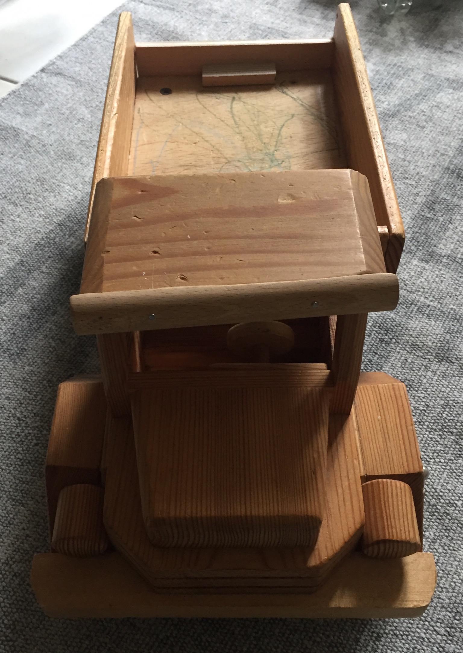 Gr. Holzauto tauschen