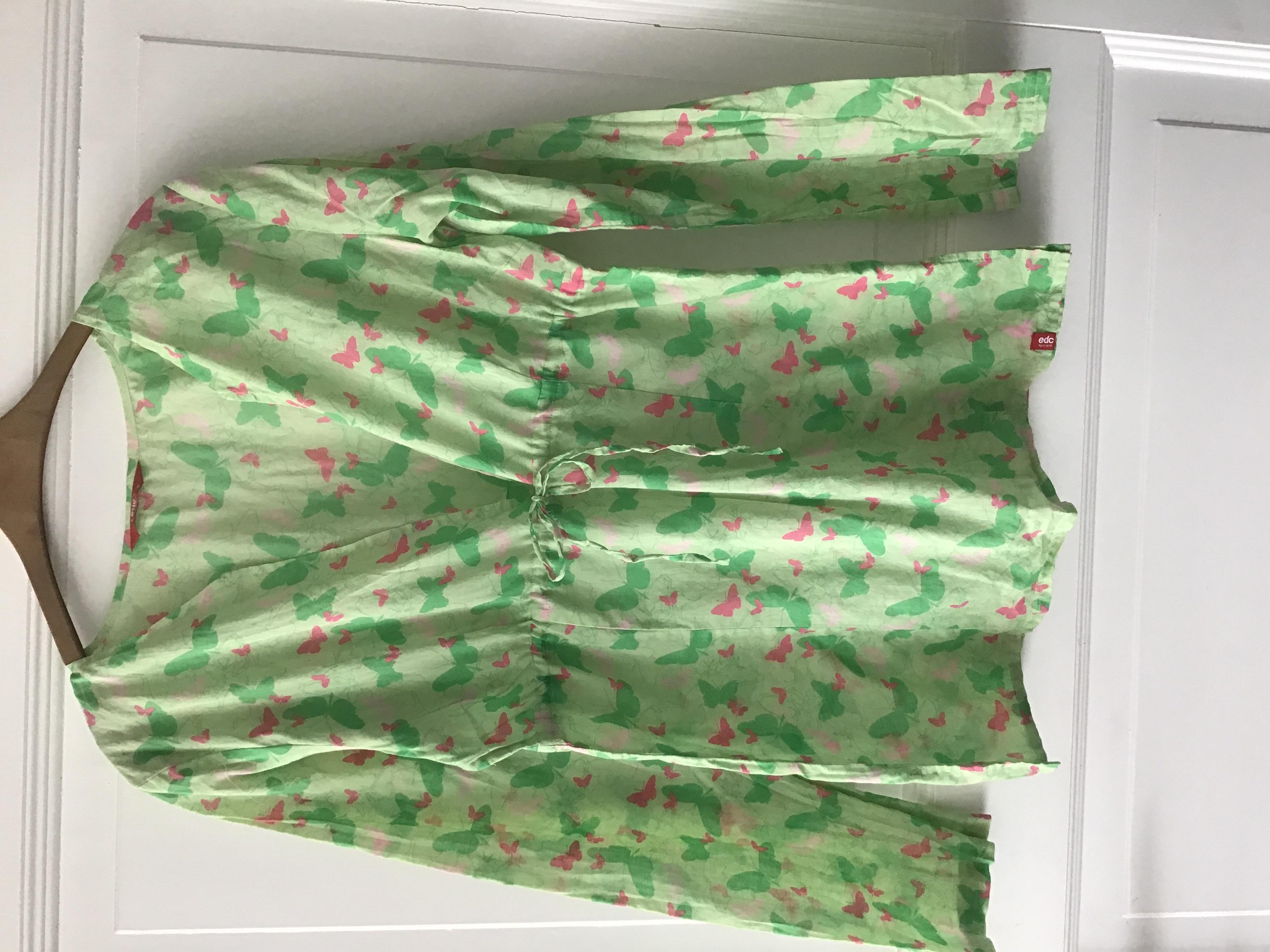 Grüne Bluse mit Schmetterlingen  tauschen
