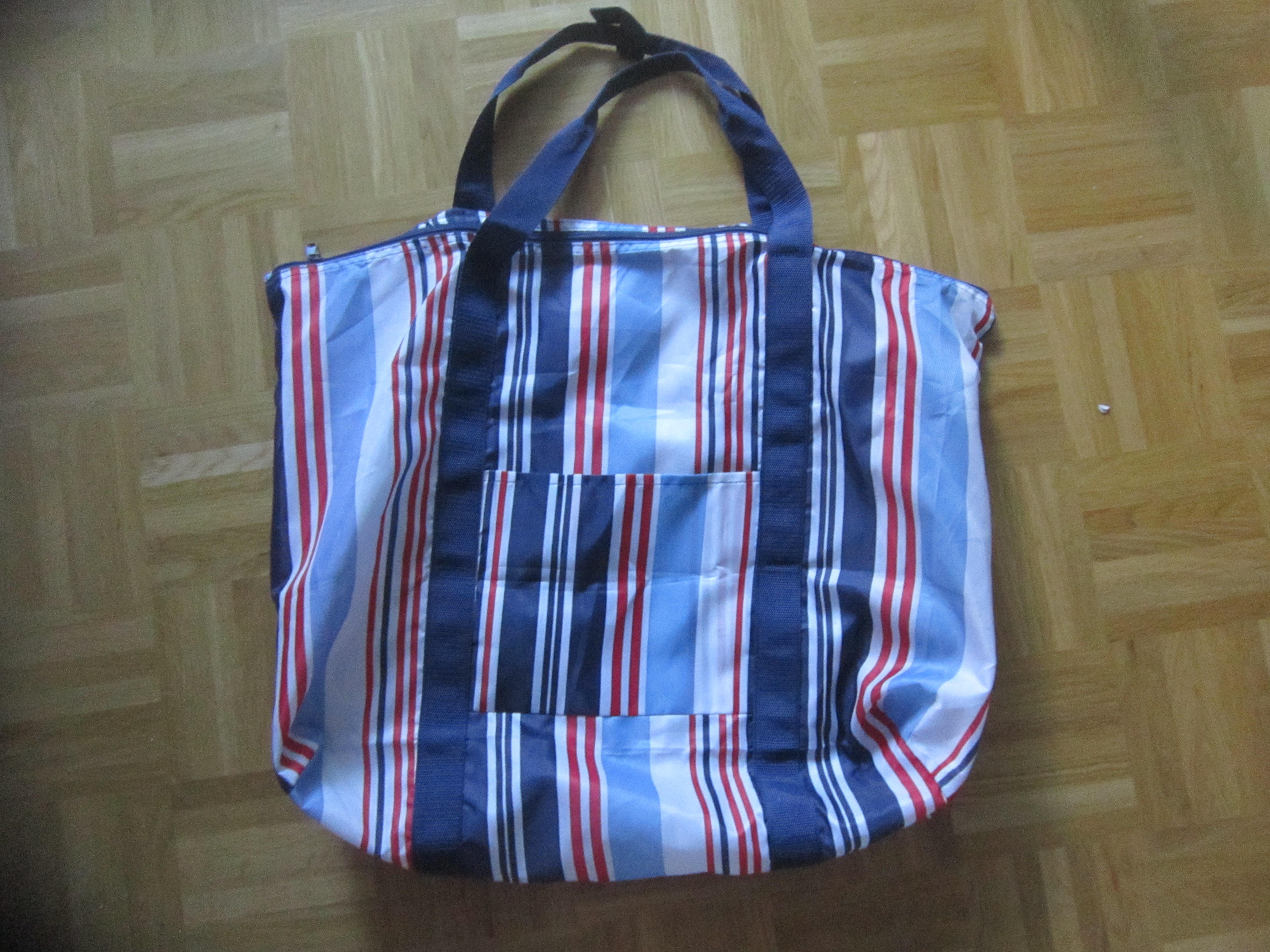 Grosse Tasche blau,weiß,rot gest tauschen