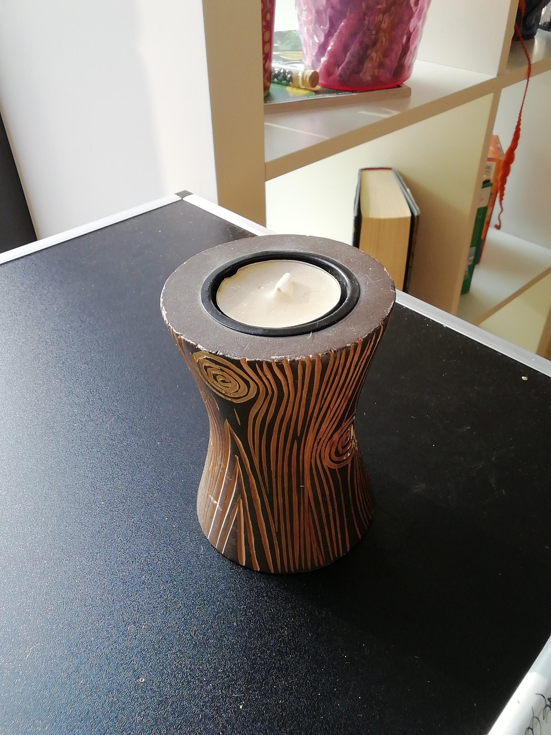 Teelicht mit Schnitzerei klein tauschen