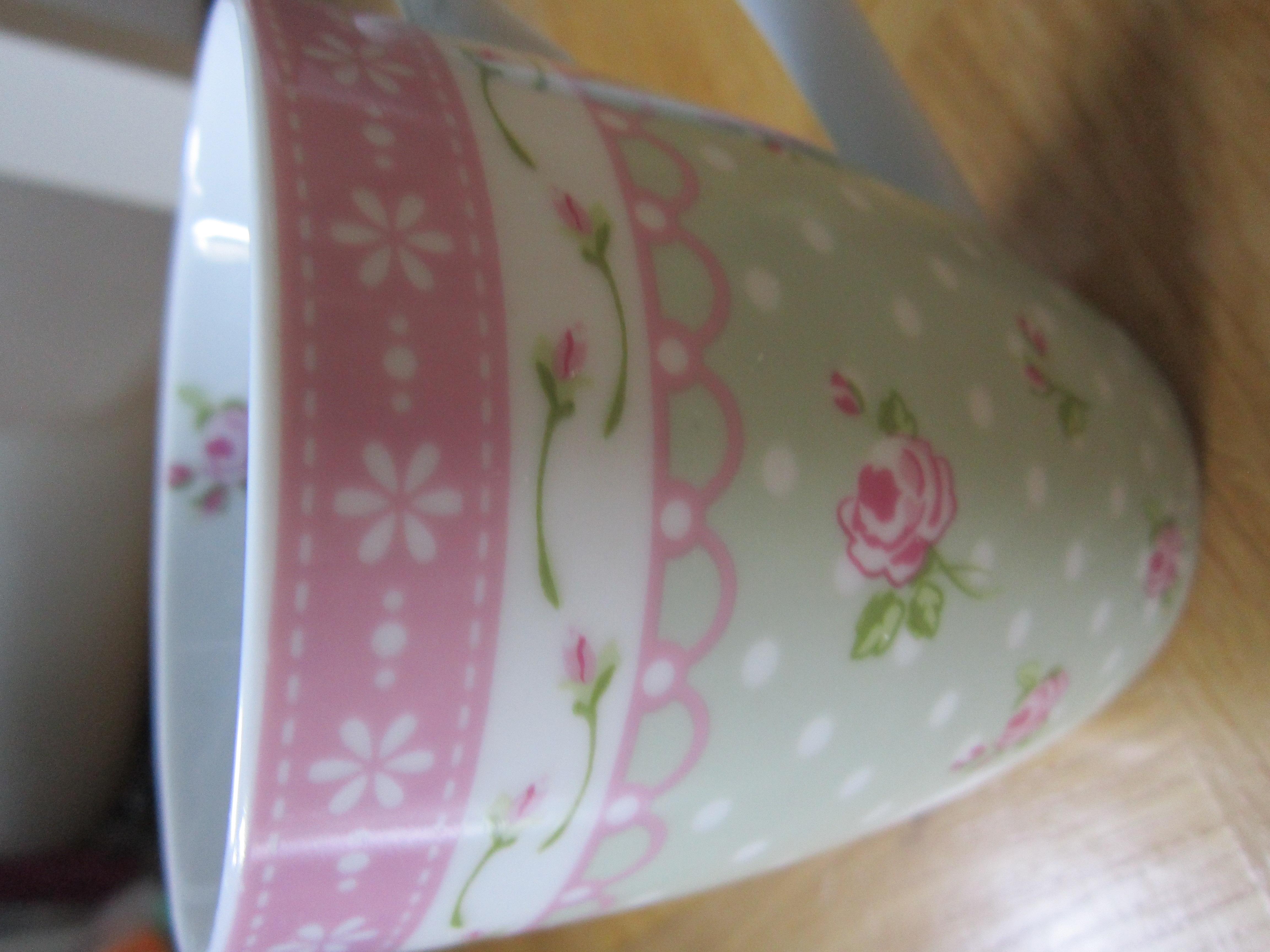 Becher geblümt rosa,grün,weiß kostenlos