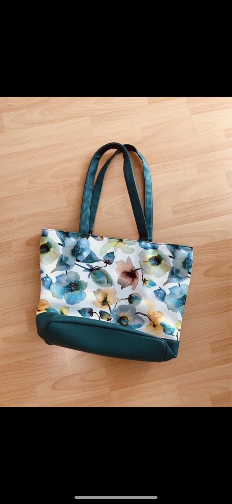 Handtasche mit Blümchen muster  tauschen