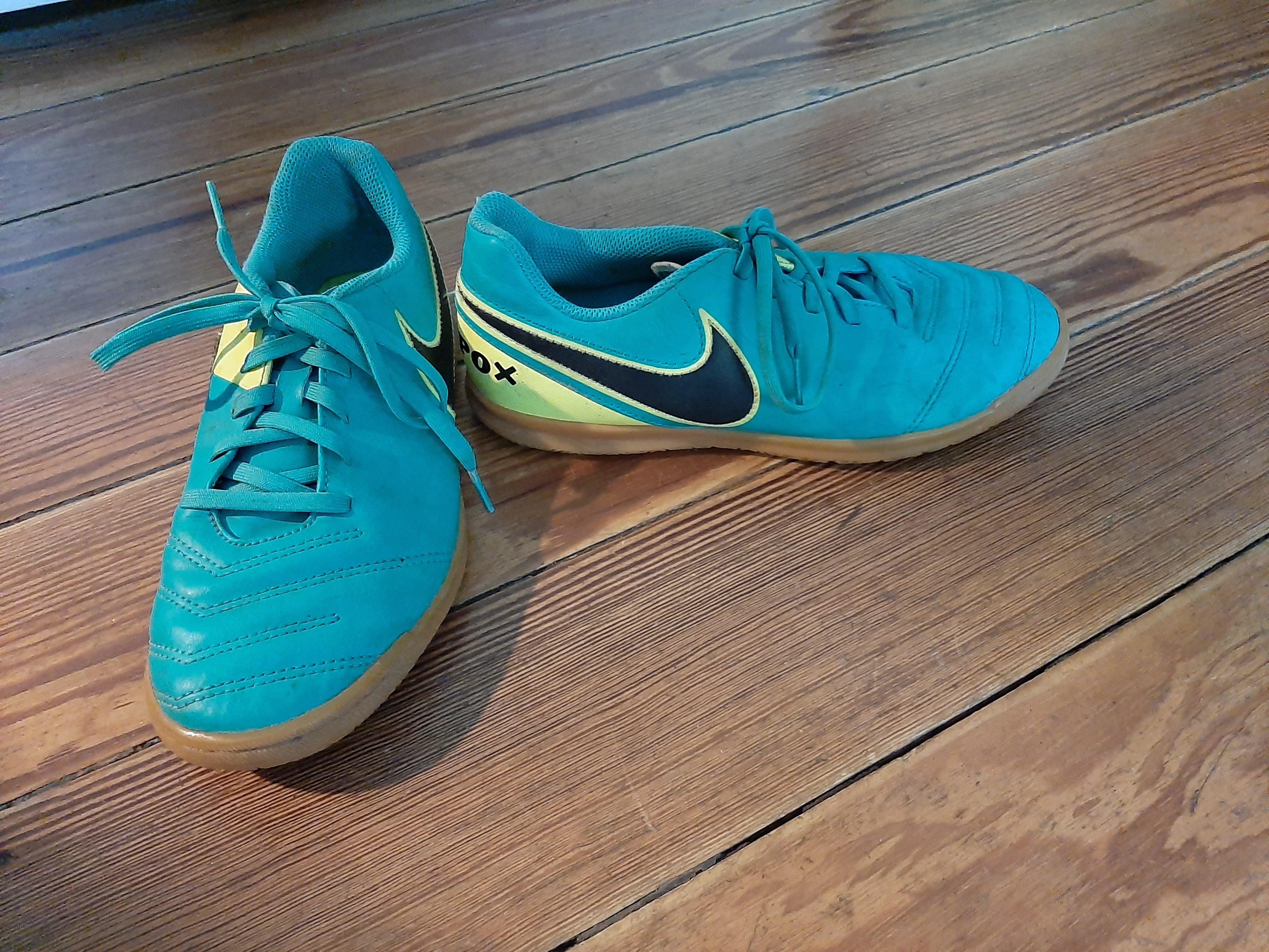Turnschuhe Nike Tiempo Gr. 37,5 tauschen