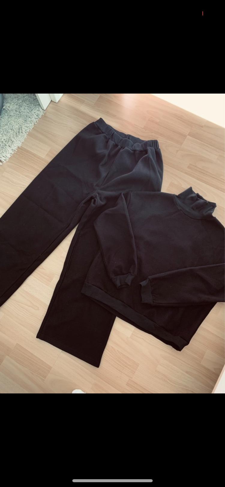 Schwarzer Pulli + Hose tauschen