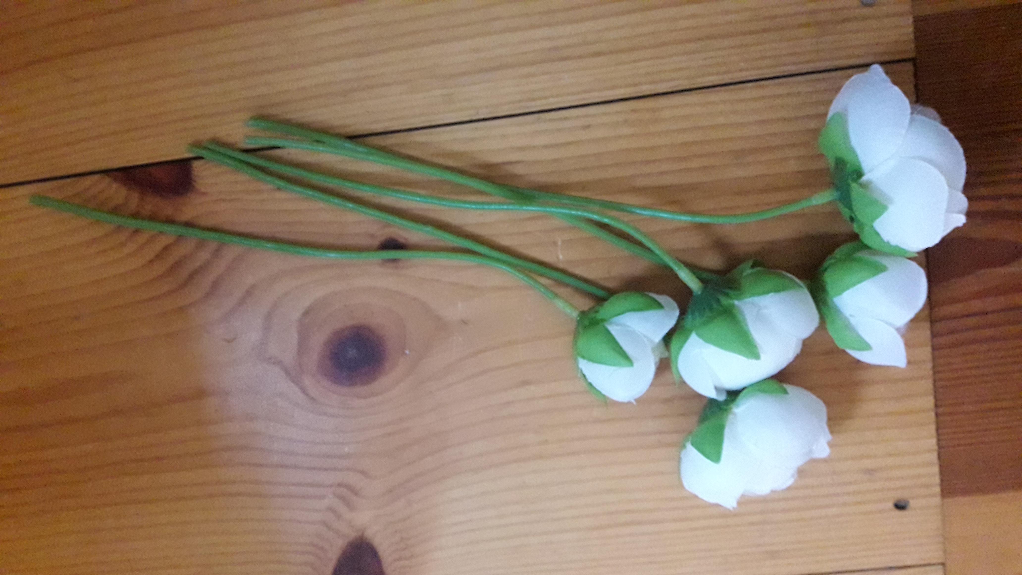 Weiße Kunstblumen  kostenlos