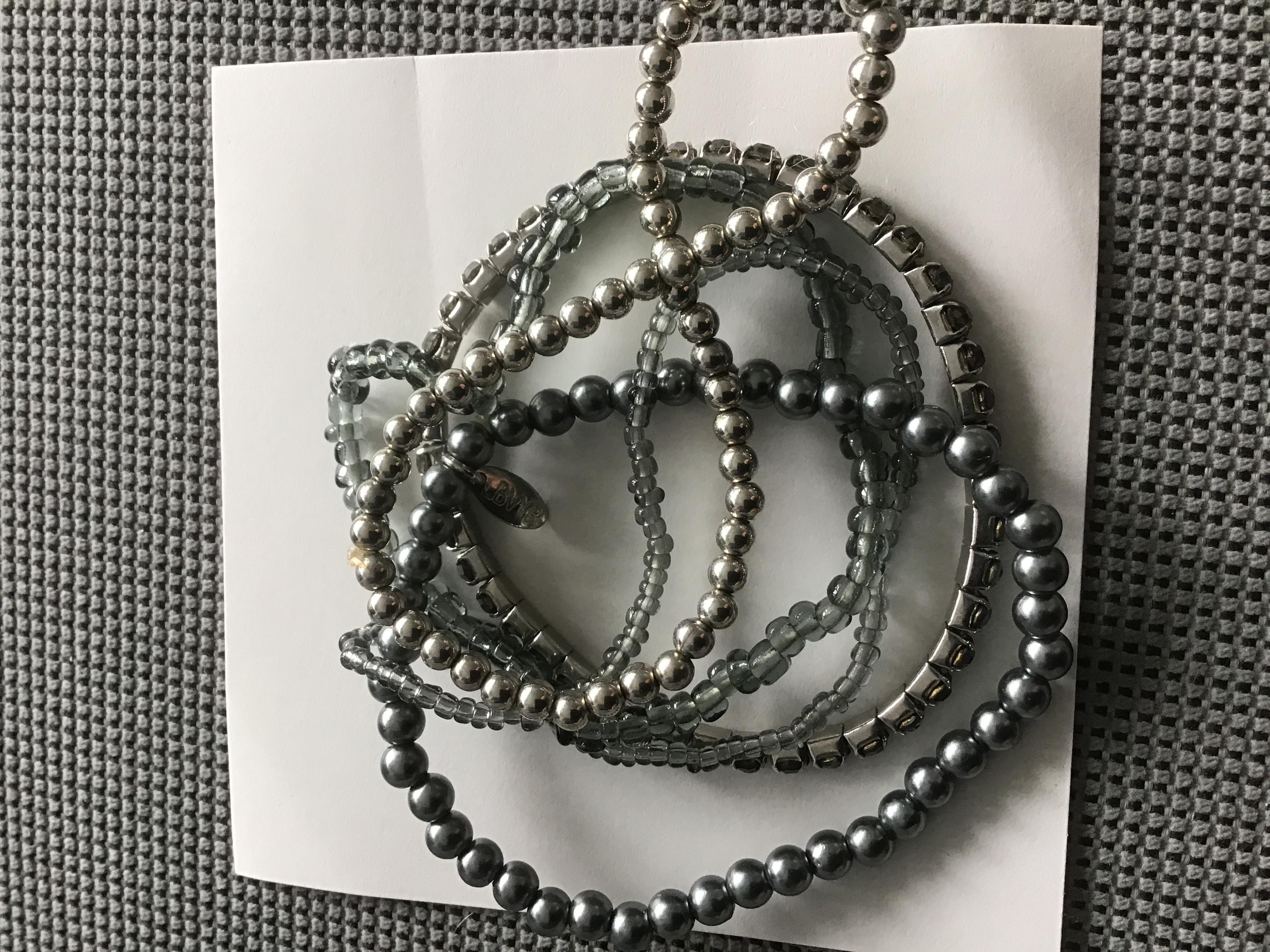 Silberfarbene Perlen Armbänder  tauschen