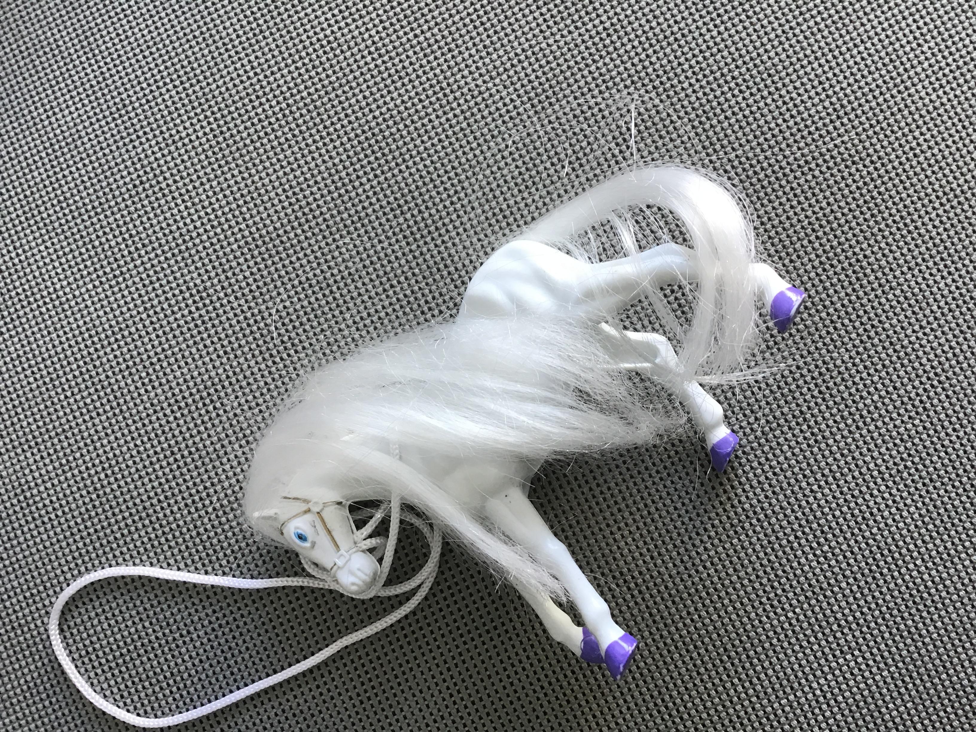 Weißes kleines Pferd  tauschen