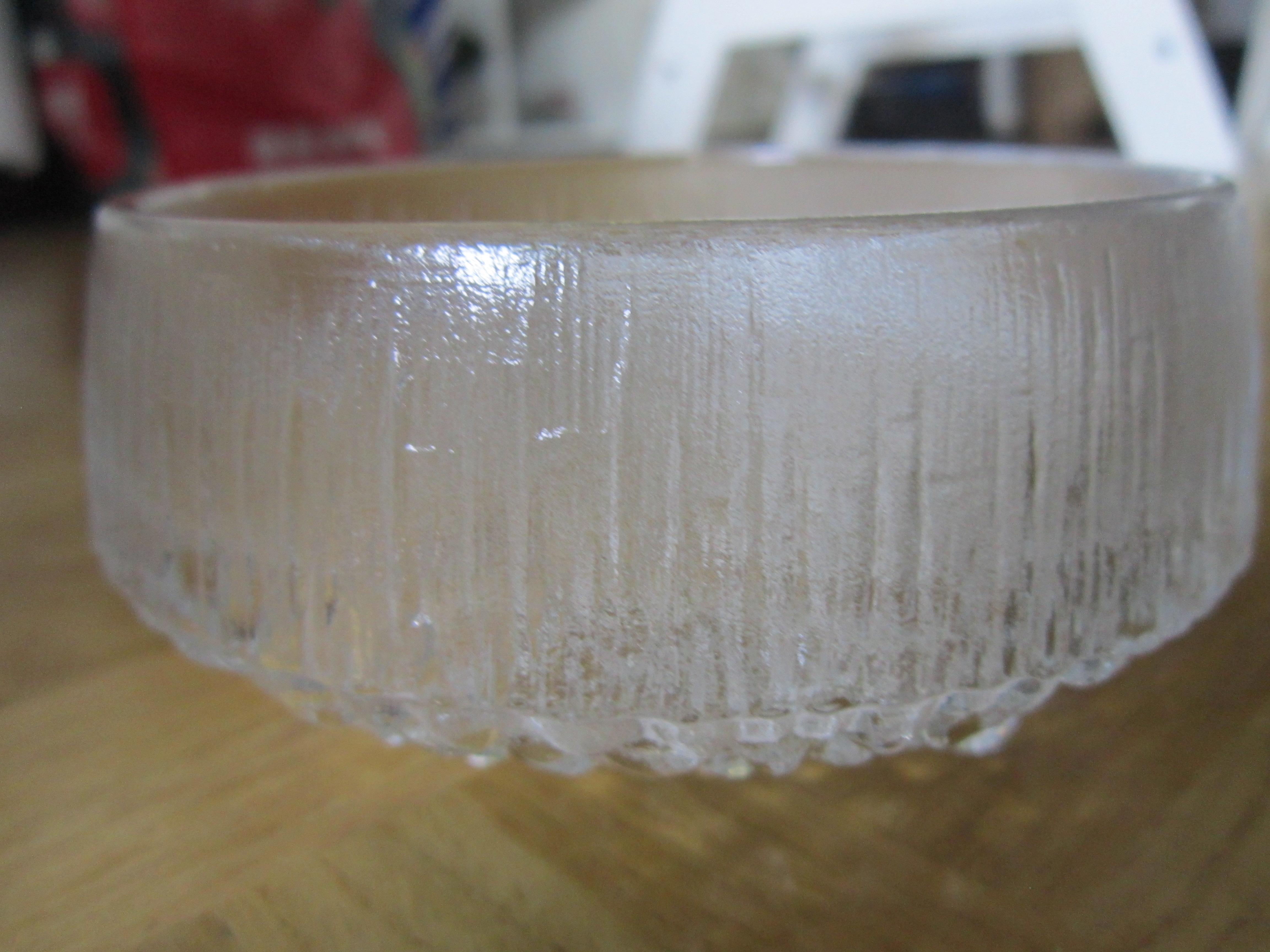 Glasschale mit Riffeln kostenlos