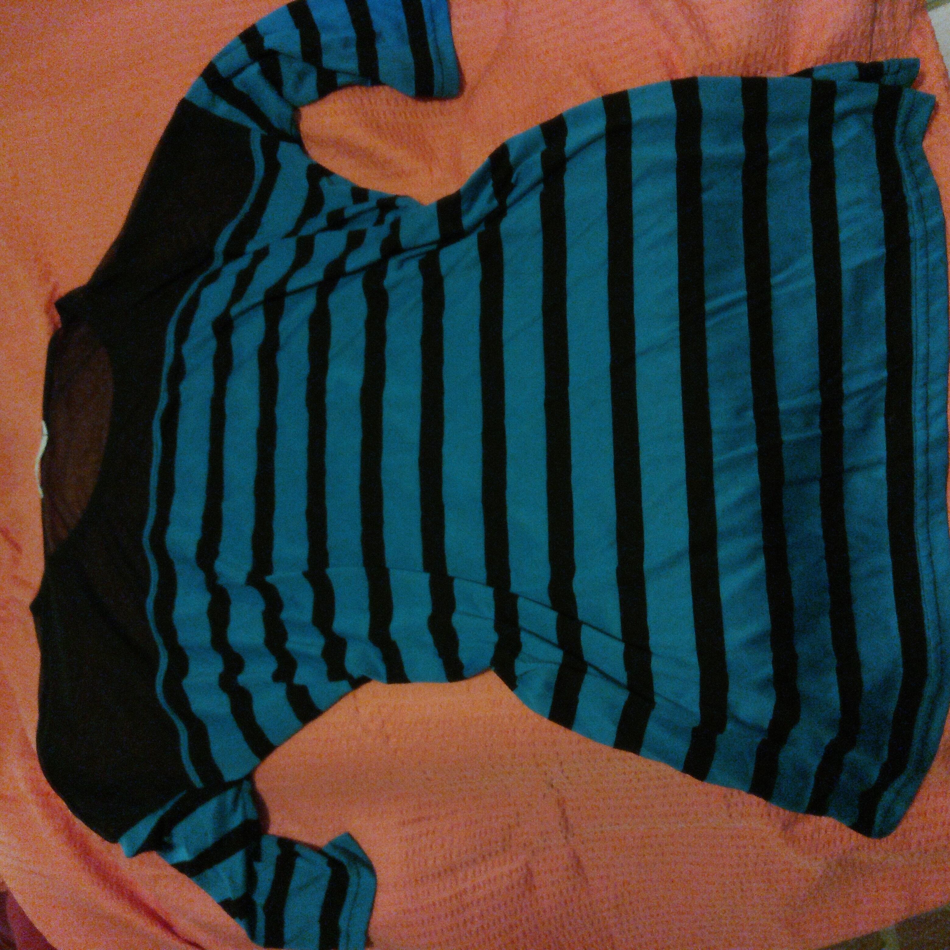 Sportshirt, blauschwarz gestreif tauschen